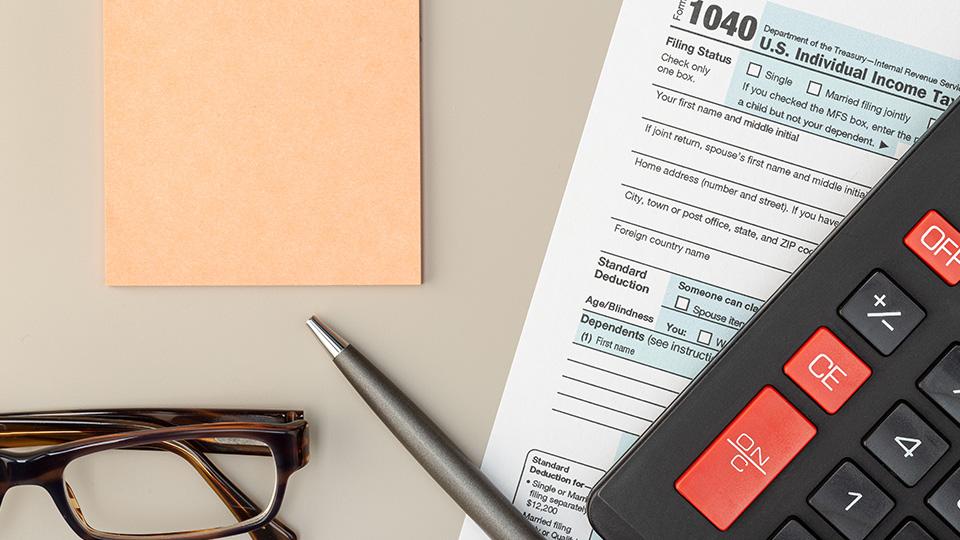 Hacienda estudia bajar el 21% de IRPF a los autónomos.